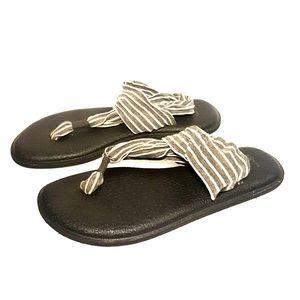 Sanuk sandals size 10